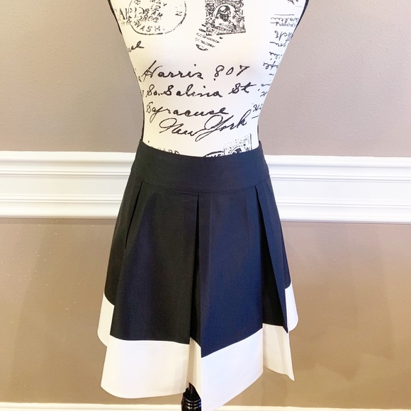 H&M Dresses & Skirts - H&M Skater Style Skirt, Size 8, EUC